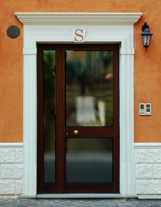 Cornici in cemento per porte esterne rettangolari - Hermes porte e finestre srl ...